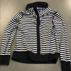 NWT Lululemon In A Cinch LS Tee Sweatshirt, Size 8